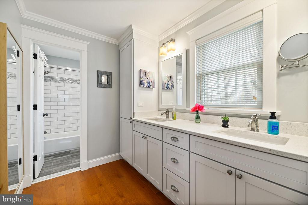 Completely Renovated Updated 2018 Owner's Suite - 16 MCPHERSON CIR, STERLING