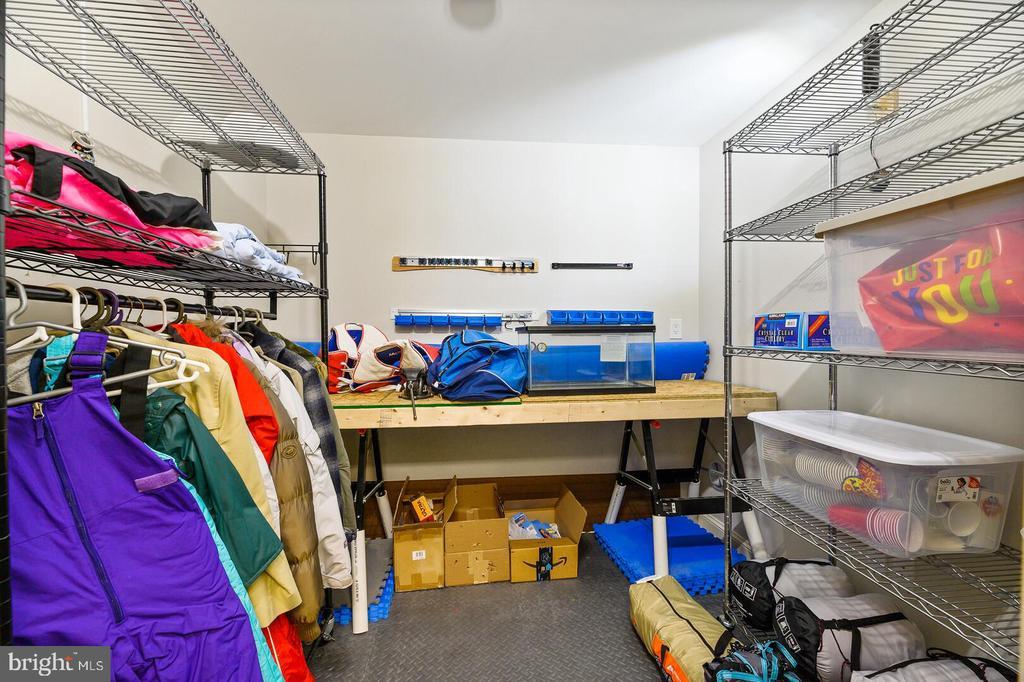 Storage Area 1 - 16 MCPHERSON CIR, STERLING