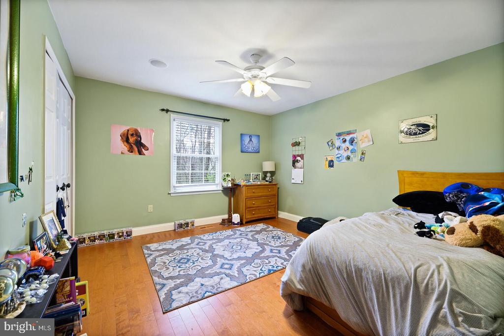 Bedroom 3 Recently Updated - 16 MCPHERSON CIR, STERLING