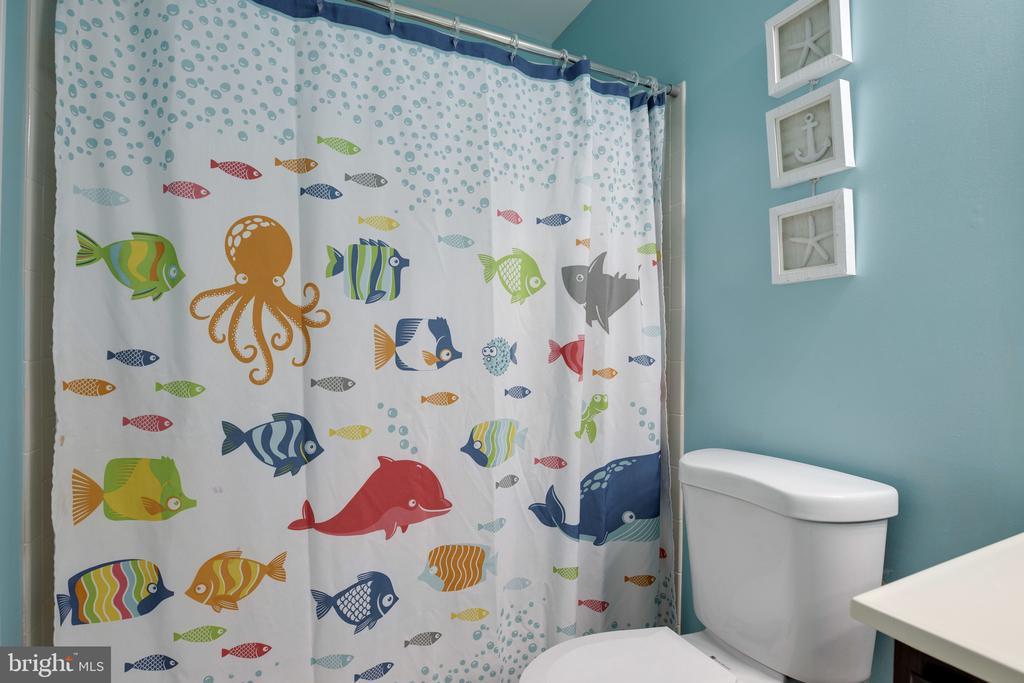 Upper Level Bathroom - 6514 SHARPS DR, CENTREVILLE