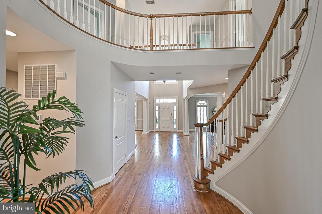 Main Staircase - 10303 FOREST MAPLE RD, VIENNA