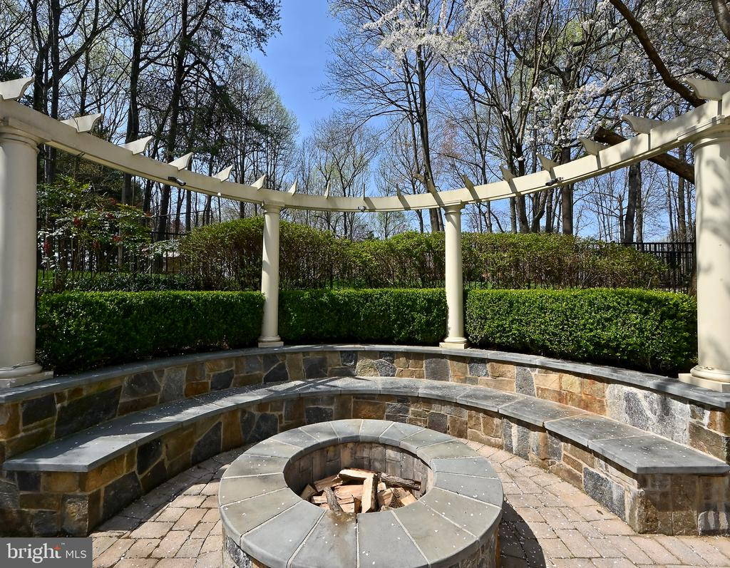 Fire Pit - 10303 FOREST MAPLE RD, VIENNA