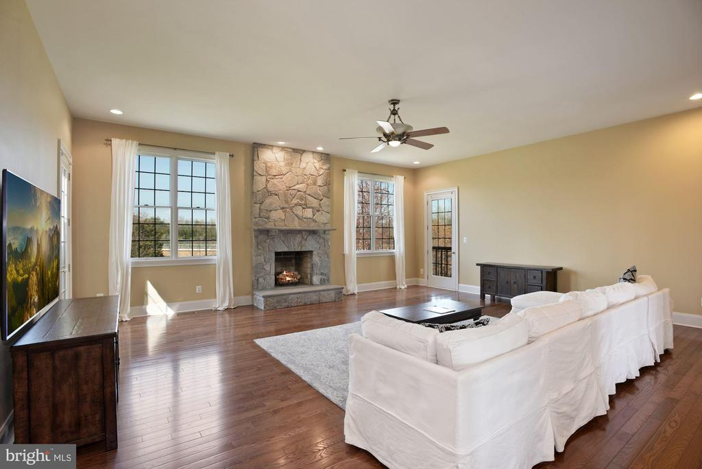 Spacious Family Room w/ Stone Fireplace - 19979 BELMONT STATION DR, ASHBURN