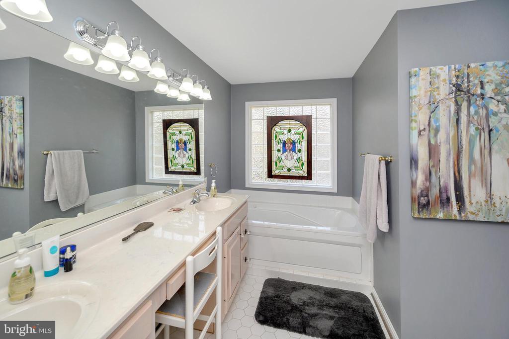 Luxury master bath - 105 JEFFERSON AVE, LOCUST GROVE