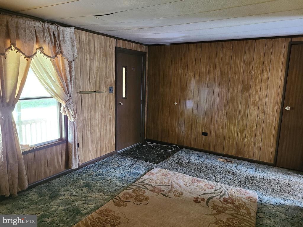 Living Room and Front Door - 2843 WARRENTON RD, FREDERICKSBURG