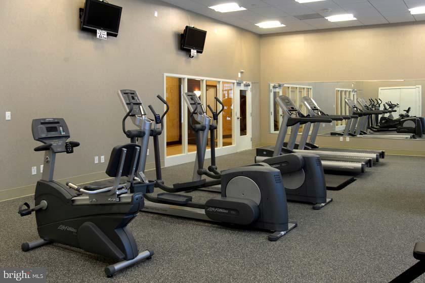 Fitness Center - 1020 N HIGHLAND ST #223, ARLINGTON