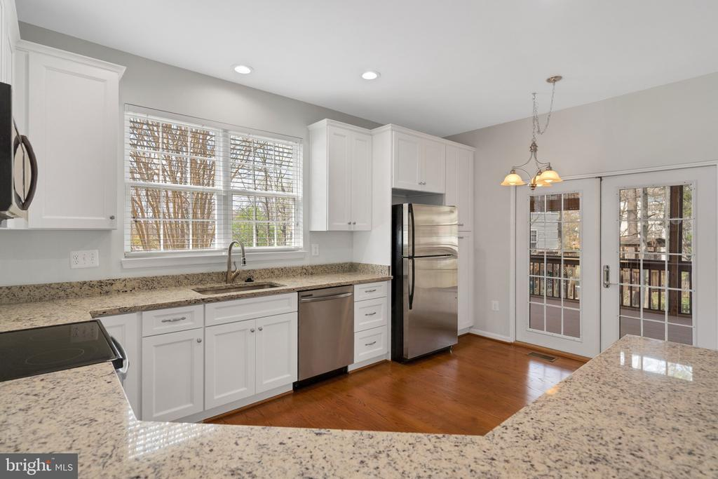 Granite counter tops and stainless appliances - 43446 RANDFIELD LN, CHANTILLY