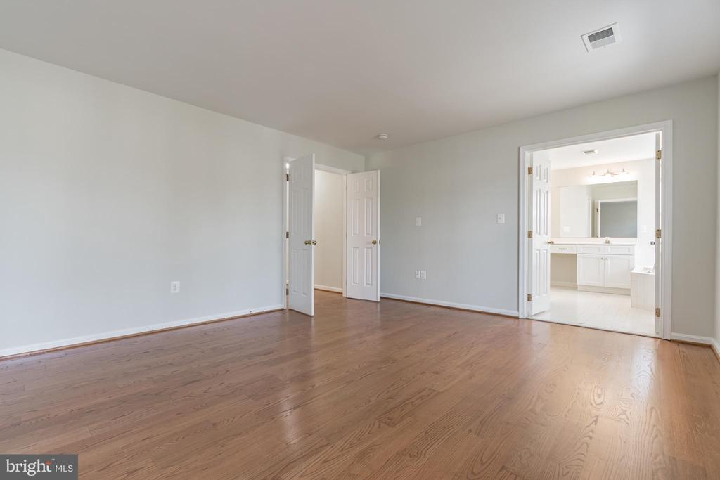 Primary bedroom with double doors - 43446 RANDFIELD LN, CHANTILLY