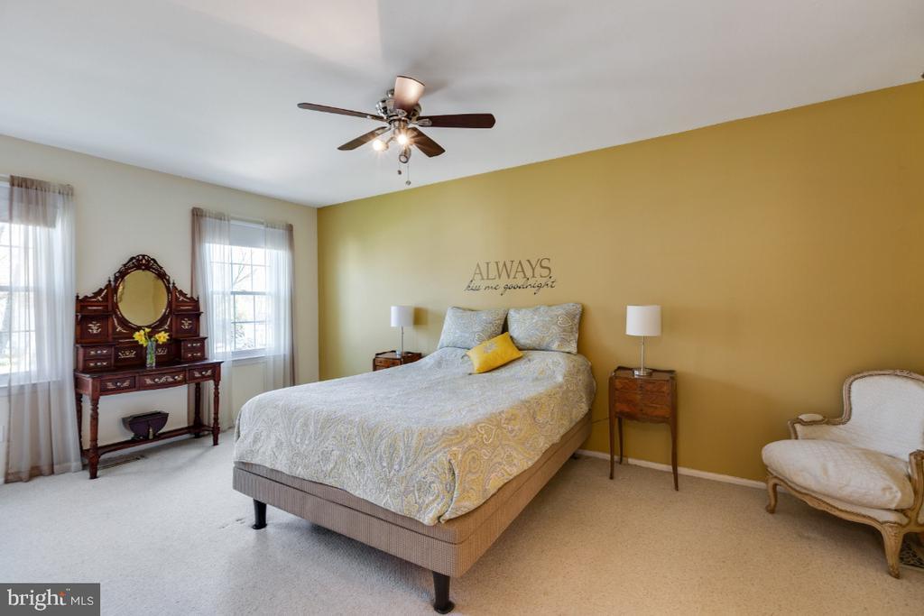 Owners Suite with dual closets - 10 LODGE PL, ROCKVILLE
