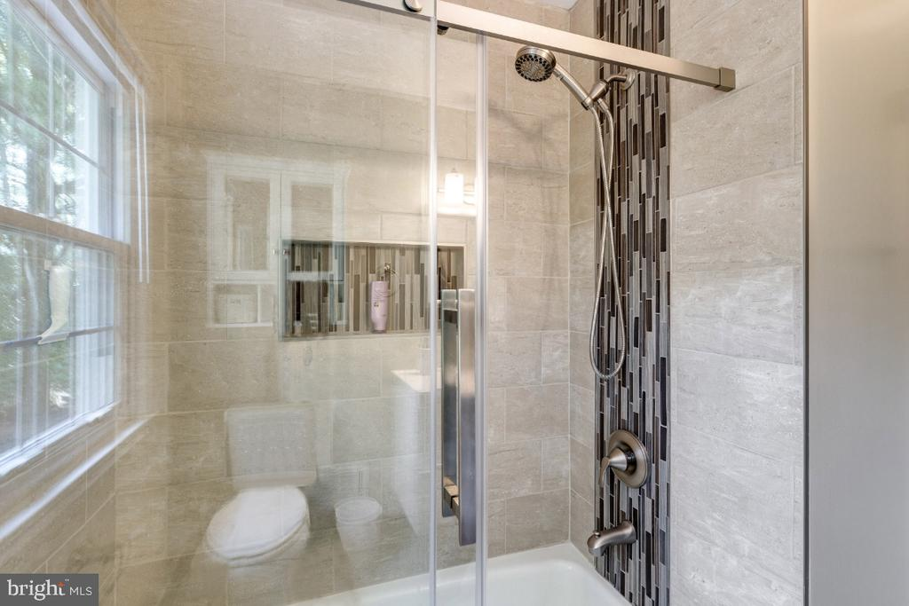 Full Bath thoughtfully improved - 10 LODGE PL, ROCKVILLE