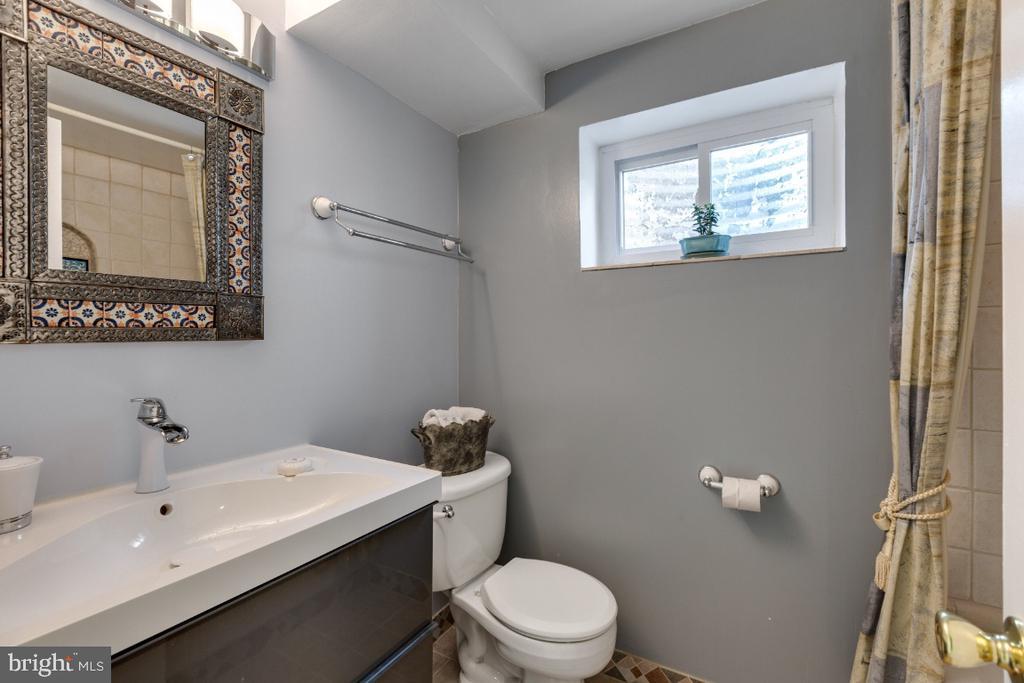 Lower Level Full Bath - 10 LODGE PL, ROCKVILLE