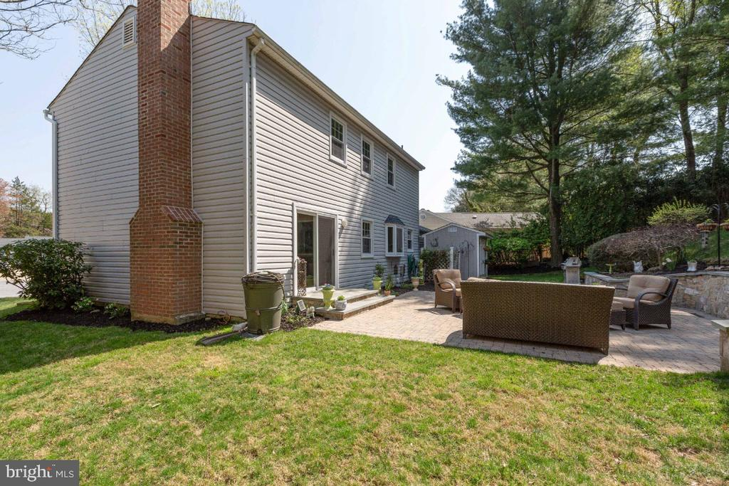 More private rear outdoor space - 10 LODGE PL, ROCKVILLE