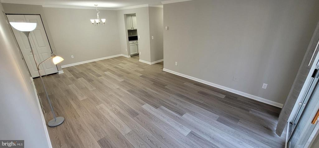 Dining/Living Room.3 - reverse view - 14905 RYDELL RD #204, CENTREVILLE