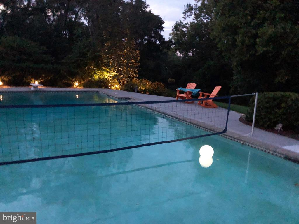 Pool at night - 37670 CHAPPELLE HILL RD, PURCELLVILLE