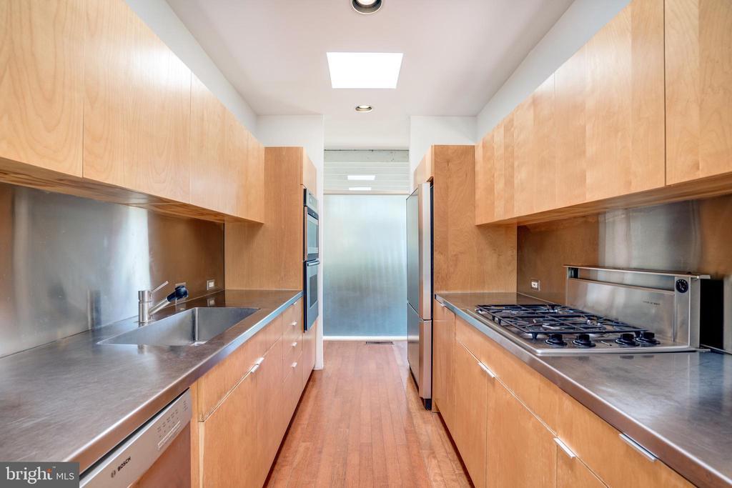 Gourmet Kitchen - 3206 ROWLAND PL NW, WASHINGTON