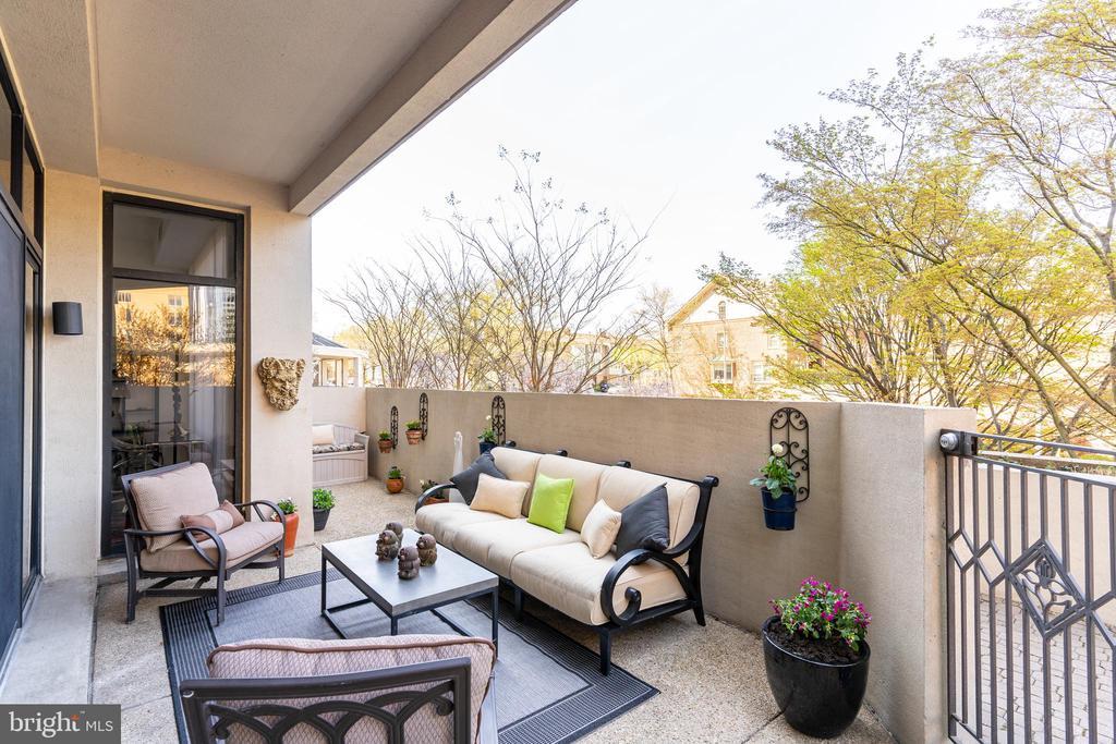 Spacious patio - 1530 KEY BLVD #128, ARLINGTON