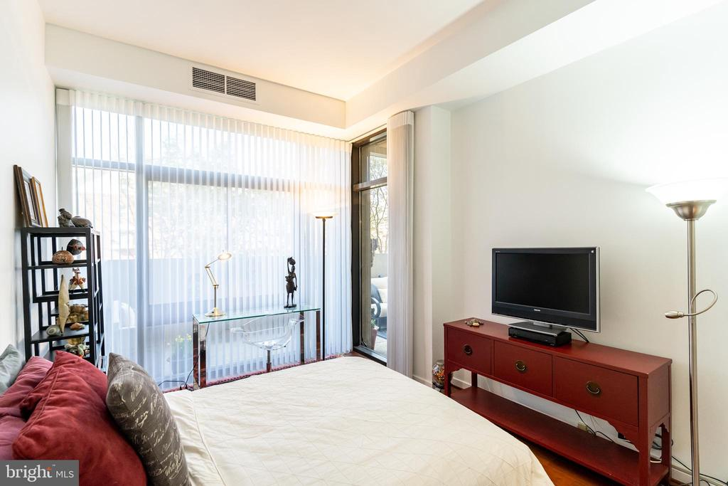 Guest Bedroom - 1530 KEY BLVD #128, ARLINGTON