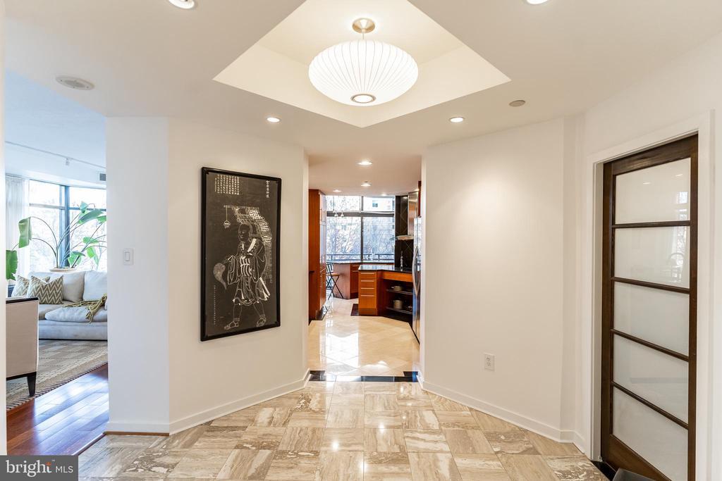 Marble Foyer - 1530 KEY BLVD #128, ARLINGTON