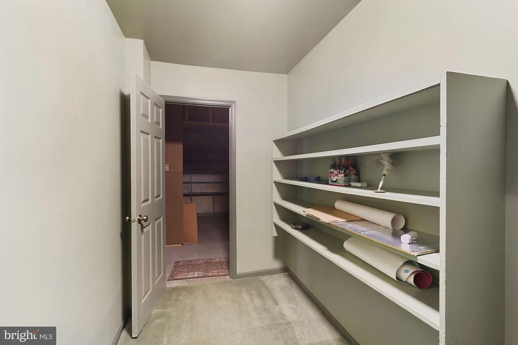 Loads of storage space - 11935 RIDERS LN, RESTON