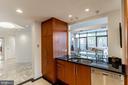 Open concept to main living room - 1530 KEY BLVD #128, ARLINGTON