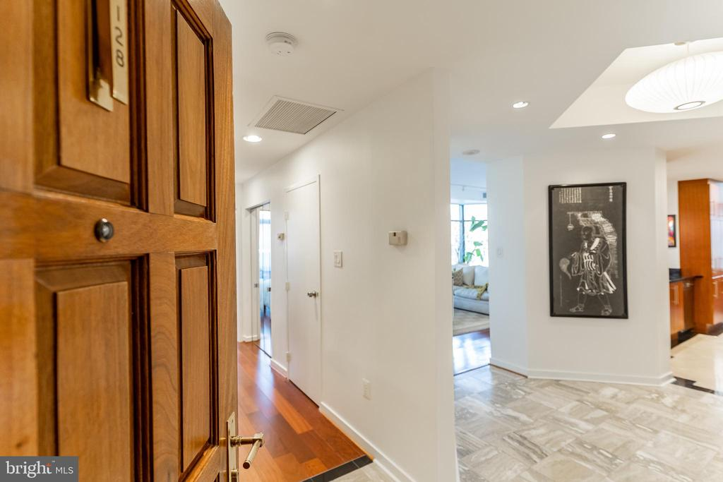 Welcome to #128 - 1530 KEY BLVD #128, ARLINGTON