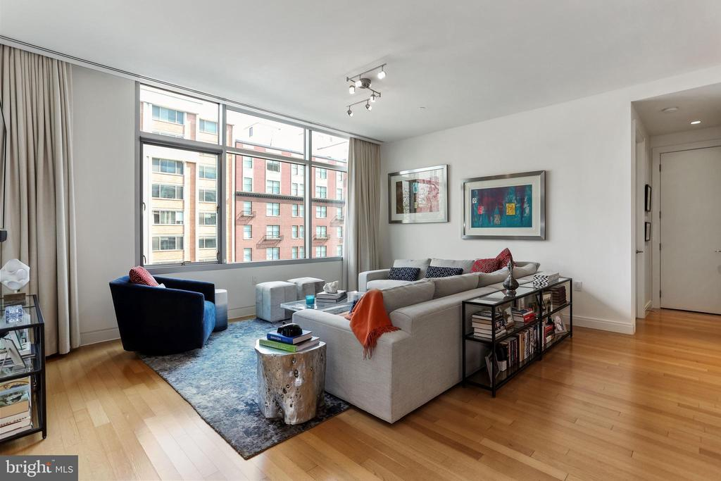Living room with east facing windows - 1177 22ND ST NW #4G, WASHINGTON