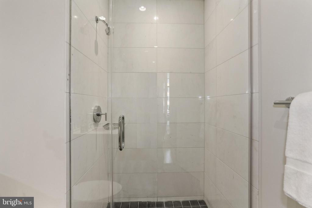 Second bathroom with  large separate shower - 1177 22ND ST NW #4G, WASHINGTON
