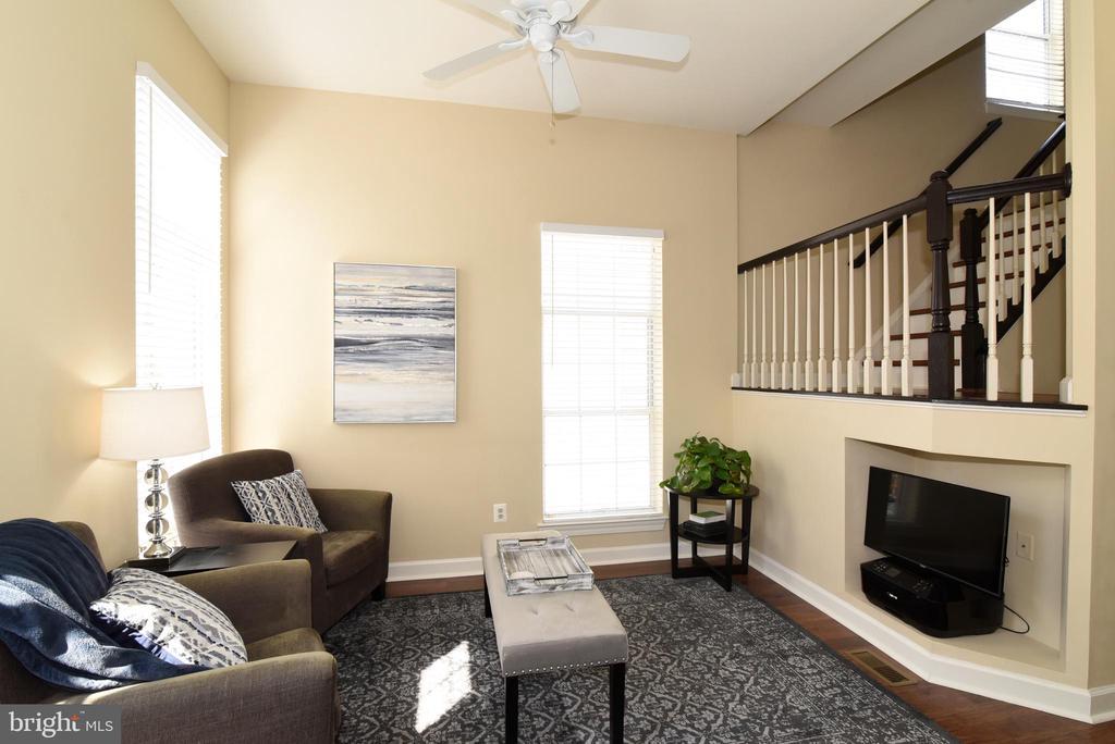Cozy Family Room. - 47641 WEATHERBURN TER, STERLING