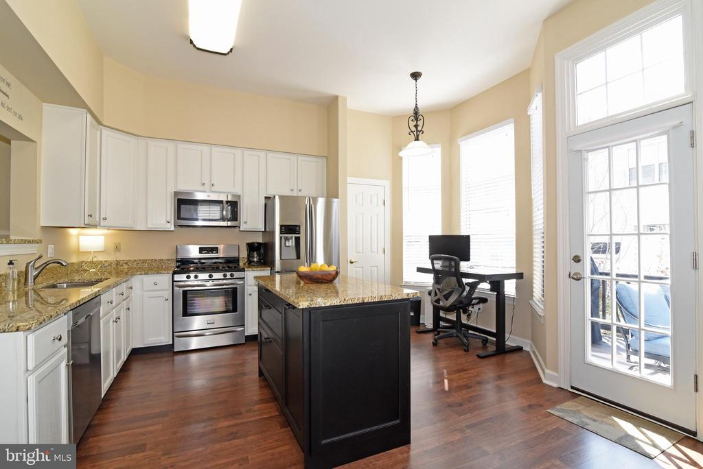 Light and Bright Kitchen with Access to Deck. - 47641 WEATHERBURN TER, STERLING