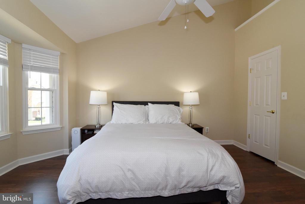 Primary Suite with Vaulted Ceiling. - 47641 WEATHERBURN TER, STERLING