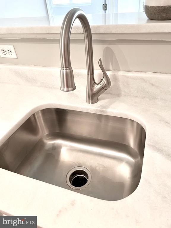 New Faucet / Deep Sink / - 1641 INTERNATIONAL DR #104, MCLEAN