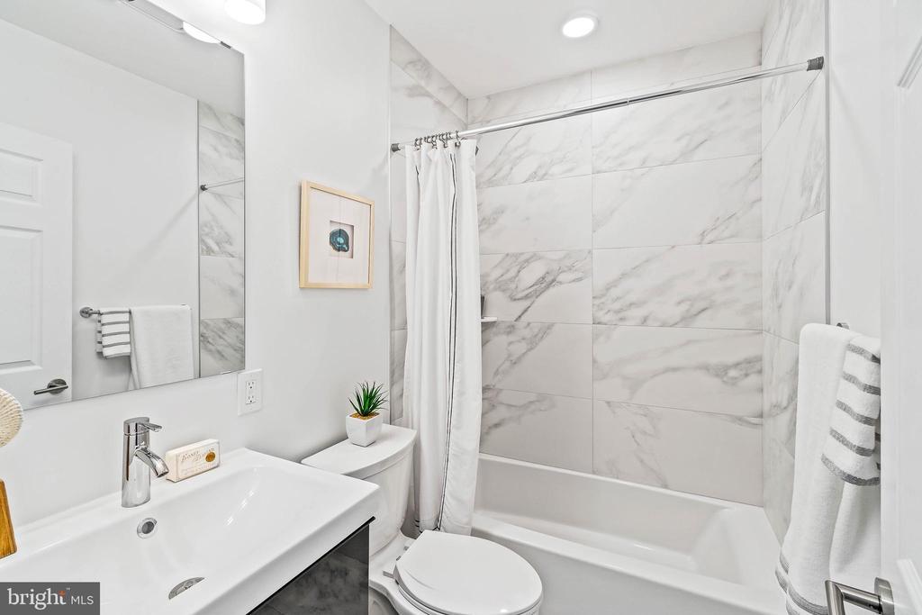 Guest Bath 2021  Renovation - 1003 FLORIDA AVE NE, WASHINGTON