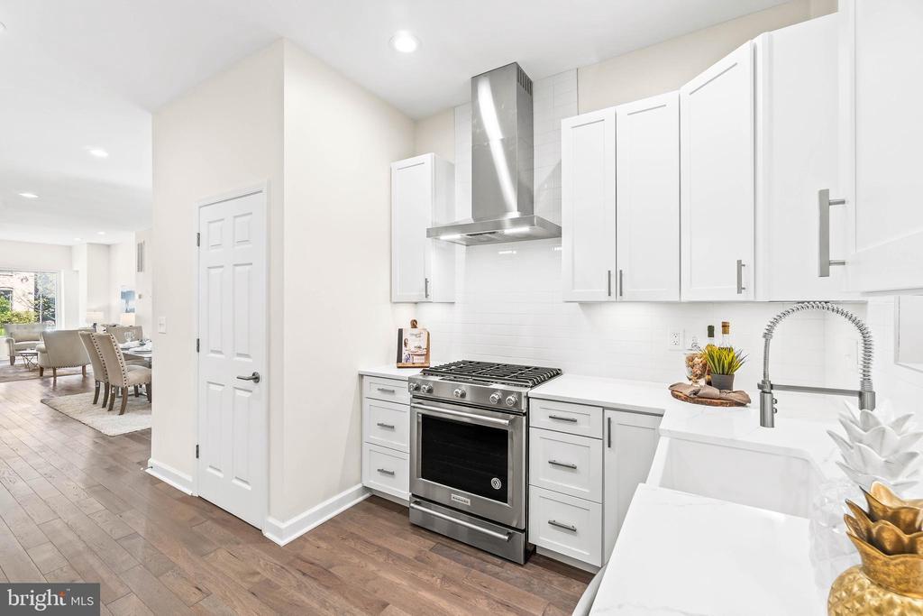 Gourmet. Gas & Quartz kitchen - 1003 FLORIDA AVE NE, WASHINGTON