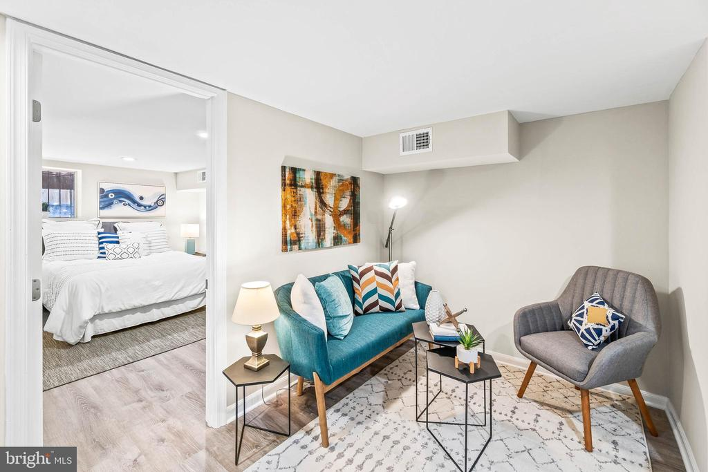 Basement living w/ view to bedroom - 1003 FLORIDA AVE NE, WASHINGTON