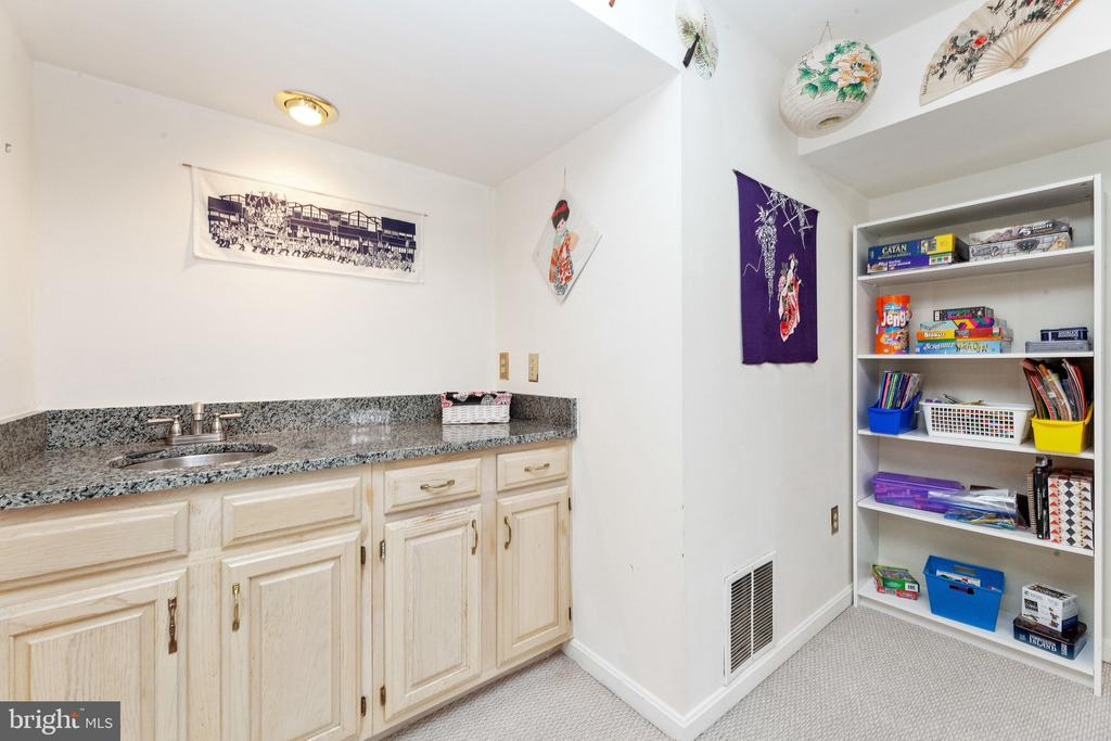Basement snack area - 6407 BRASS BUTTON CT, CENTREVILLE