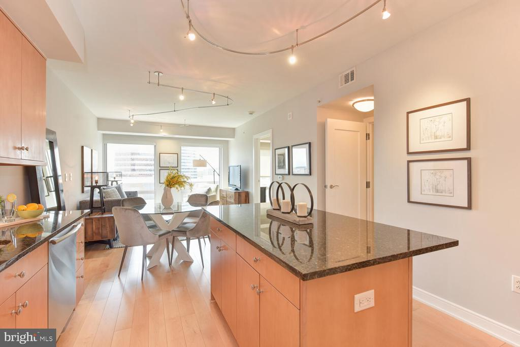 Expansive Kitchen island with Granite top - 1111 19TH ST N #2006, ARLINGTON