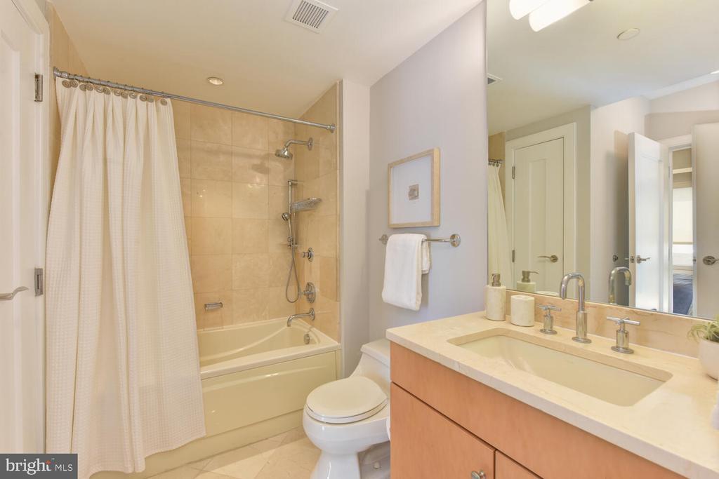 Luxurious Marble Bathroom - 1111 19TH ST N #2006, ARLINGTON