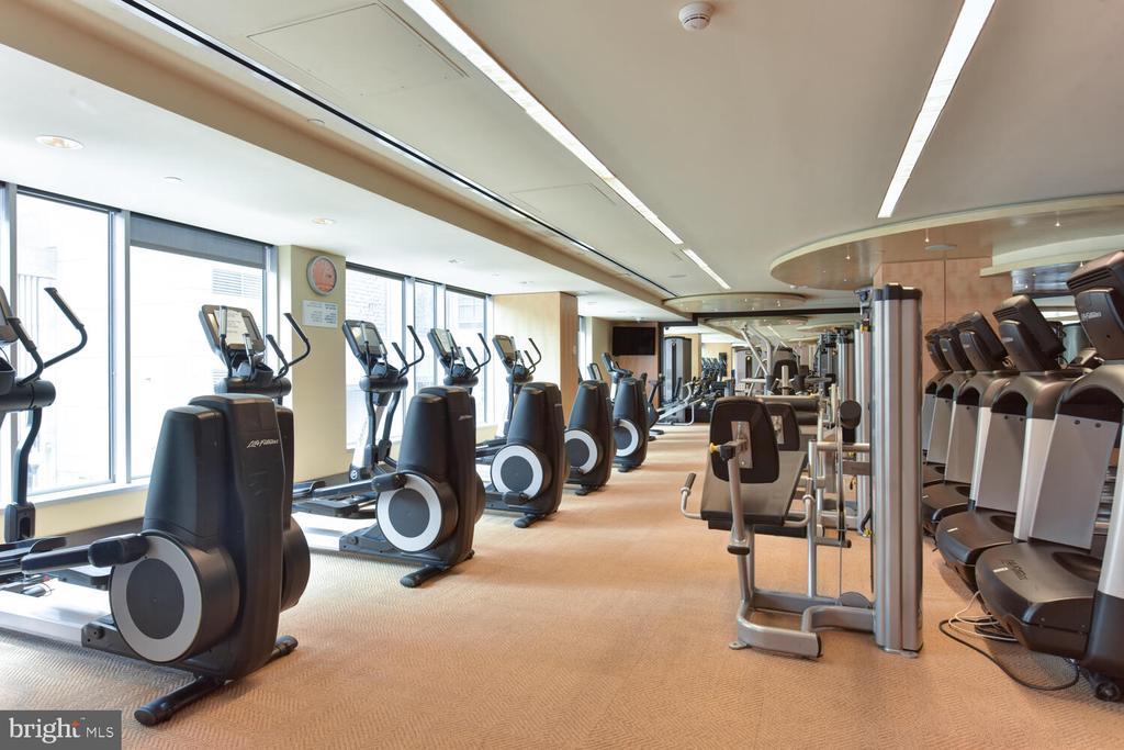 World Class Fitness Center - 1111 19TH ST N #2006, ARLINGTON