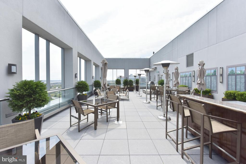 Share the rooftop with your friends & family - 1111 19TH ST N #2006, ARLINGTON