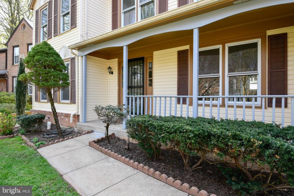 Front porch - 5316 DUNLEIGH DR, BURKE