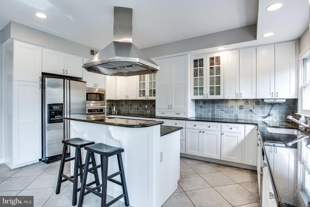 Updated white cabinetry with granite countertops - 847 WHANN AVE, MCLEAN