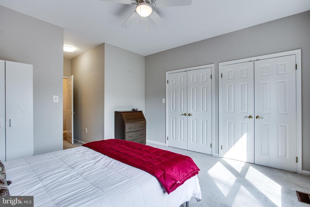 Main level bedroom with two closets - 847 WHANN AVE, MCLEAN