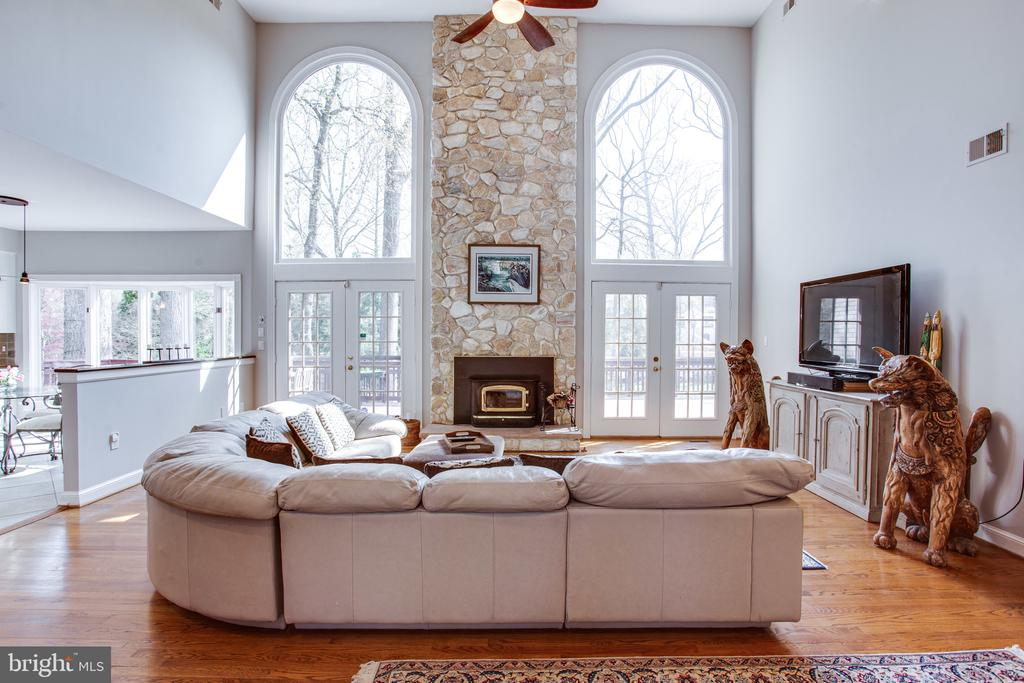 Two-story Palladian windows in the great room - 847 WHANN AVE, MCLEAN