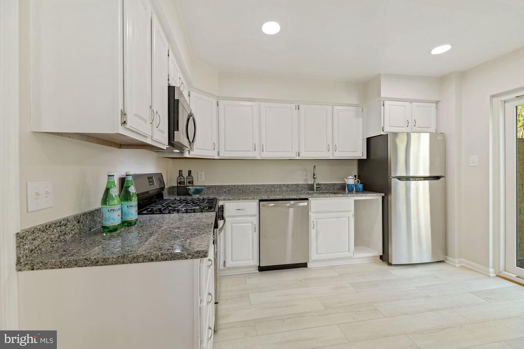Kitchen - 5228 PERTH CT, SPRINGFIELD