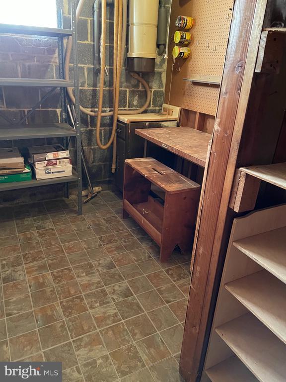 Basement storeroom/workbench - 5853 KARA PL, BURKE