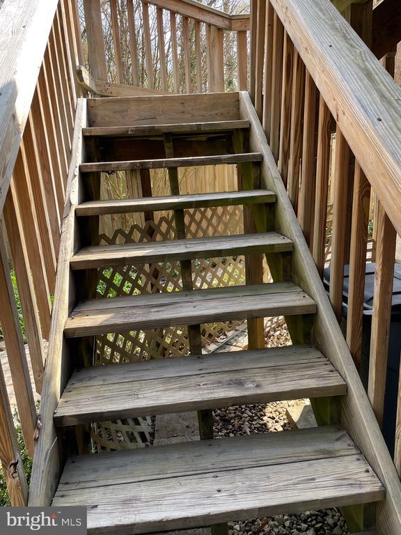 Stairs to deck - 5853 KARA PL, BURKE