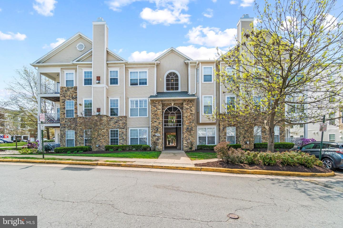 5901 FOUNDERS HILL DRIVE, ALEXANDRIA, Virginia 22310, 2 Bedrooms Bedrooms, ,2 BathroomsBathrooms,Residential,For Sale,Founders Walk Condos,FOUNDERS HILL,1,VAFX1191998