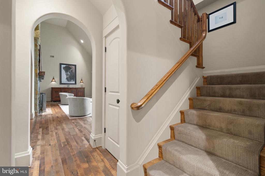 2nd/back staircase - 817 MACKALL, MCLEAN