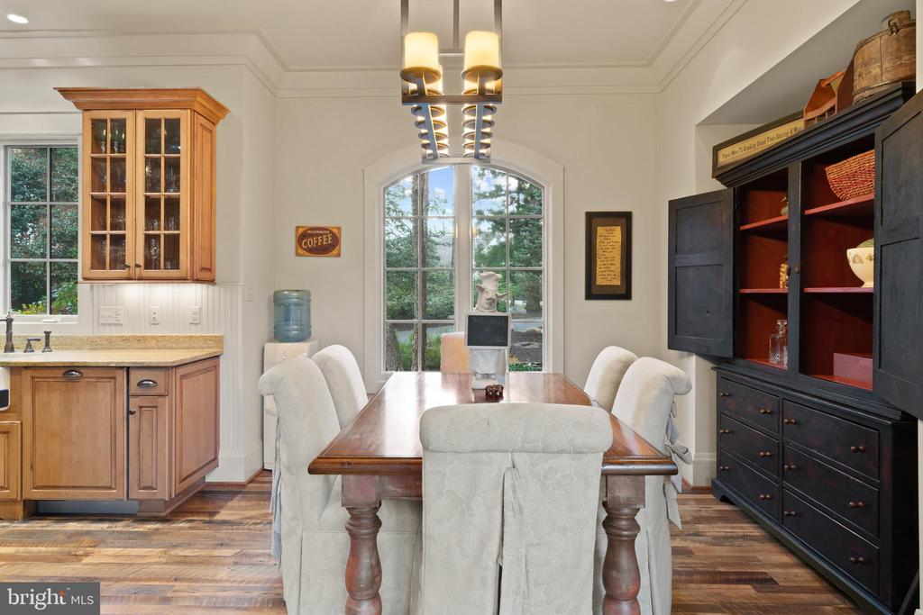 Custom Cabinetry - 817 MACKALL, MCLEAN