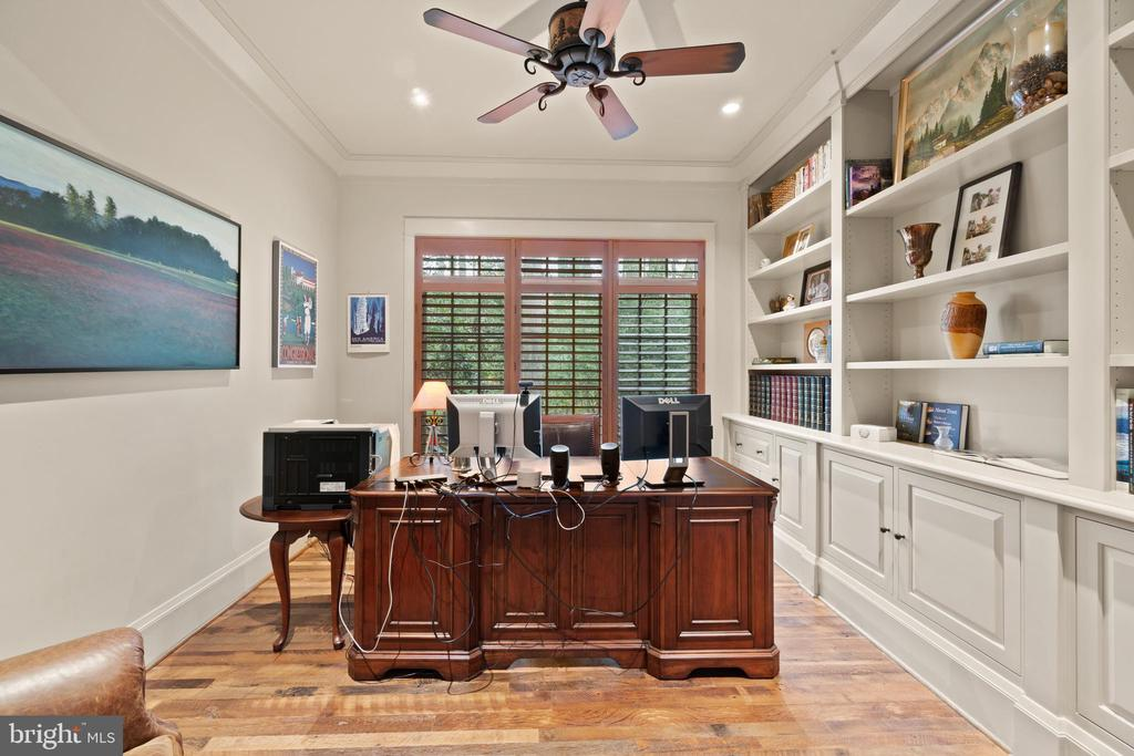Generous Home Office - 817 MACKALL, MCLEAN